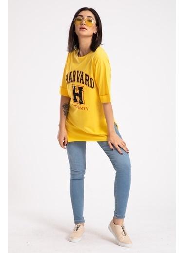 Madame Sare  Kadın Sarı Harvard Baskılı Yırtmaçlı Tişört Sarı